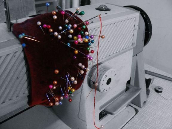 Maşina de cusut din atelierul Călinei