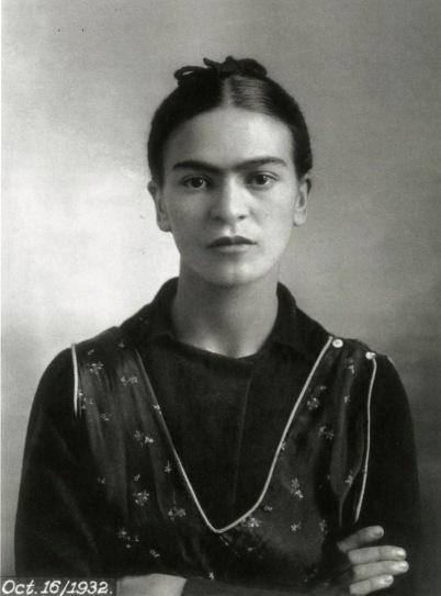 Portretul Fridei Kahlo in anul 1932. Sursa foto: fridakahlo.tumblr.com